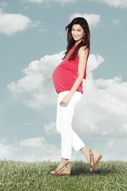 [Photo 4a] - White maternity pants, Stripes red halter top