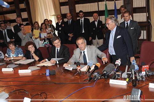 ROMA ARCHEOLOGIA & BENI CULTURALI: RESTAURO DEL COLOSSEO - Presentato il programma dei lavori, MiBAC / COMUNE DI ROMA (31/07/2012). by Martin G. Conde