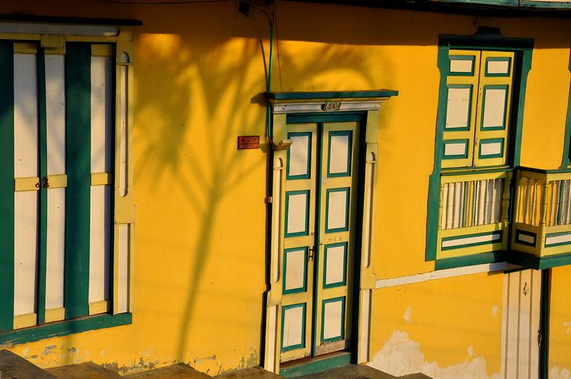 Imagen de la fachada de una casa típica en Salento, Quindio