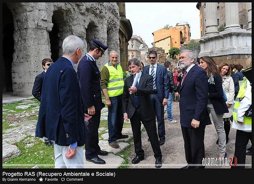 ROMA ARCHEOLOGICA - A Roma detenuti al lavoro in aree archeologiche e verdi. ROMA - Radio Vaticano & Gianni Alemanno (23/04/2012).  by Martin G. Conde