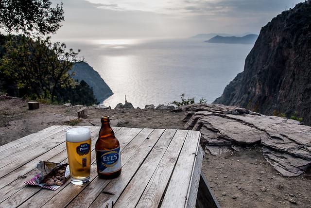 Lekker eten in Turkije: eerst een biertje van Efes