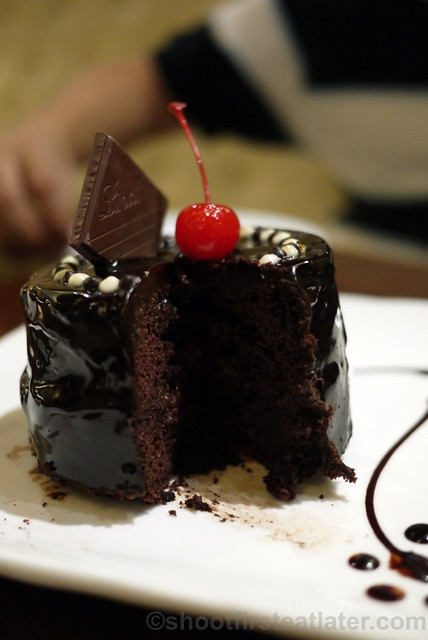 Maitre Chocolatier Boutique Cafe- hidden desire - Lindt moist dark chocolate cake P320-002