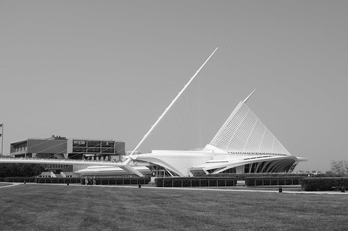 Milwaukee Museum of Art, B & W