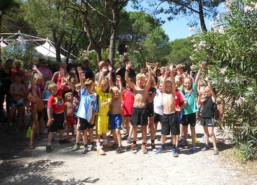 kids marathon at camping ca savio in cavallino treporti: hands up