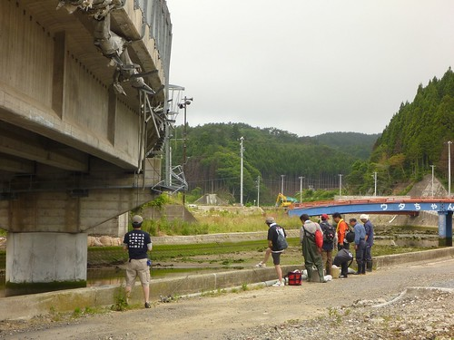 南三陸町で震災ボランティア (ボランティアチーム援人) Volunteer at Minamisanrikucho, Miyagi pref., Affrected by the Tsunami of Japan Earthquake
