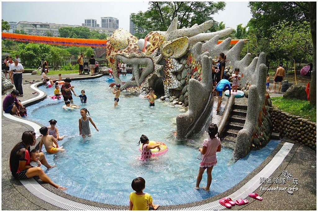 桃園景點推薦【龍潭大池】龍潭超好玩水池溜滑梯