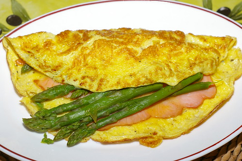 Omelette with asparagus and smoked salmon by La belle dame sans souci
