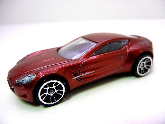 hot wheels aston martin one-77 burgundy (2)