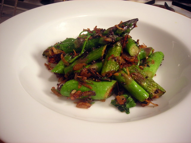 Asparagus with coconut, black mustard seeds and cardamom