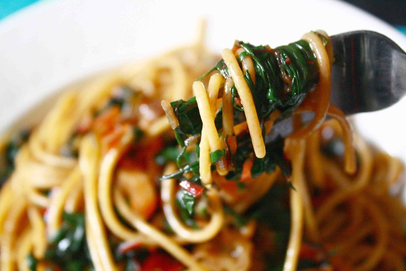 Spaghetti and swiss chard, fork detail