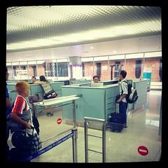 เข้าออกประเทศเวียดนามไม่ต้องกรอกเอกสารขาเข้า-ขาออกอะไรเลย มีแค่ boarding pass + Passport ก็เข้าออกประเทศเค้าได้แล้ว ไม่ต้องทำวีซ่า #PomVN