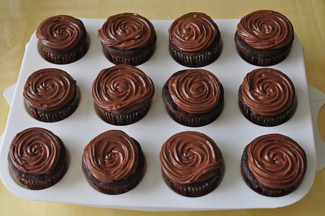 dark chocolate cupcakes 03