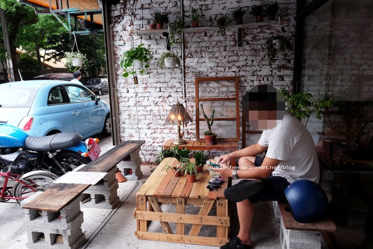 29456144272 8ac652425c c - 民生咖啡People&Life.Cafe-復古氛圍老屋咖啡館.加入許多老傢私元素.展區牆.餅乾吐司咖啡香.近向上國中