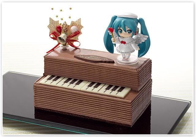 Hatsune Miku Christmas Piano Cake