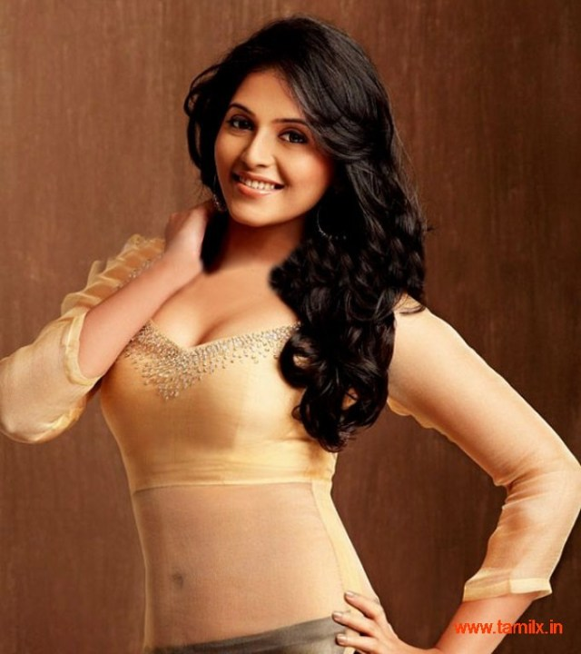 Tamil Actress Anjali Blue Picture 20
