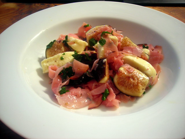 Mozzarella, ham and fig salad