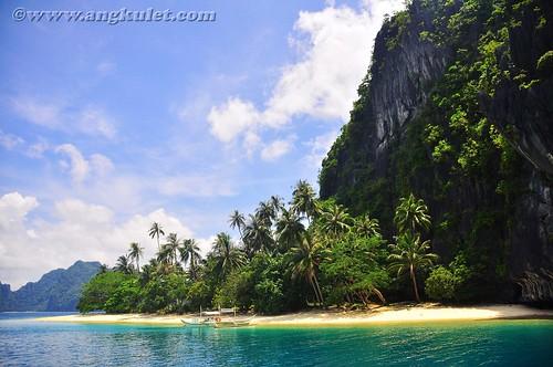 Sailing to Pinagbuyutan Island, El Nido, Palawan