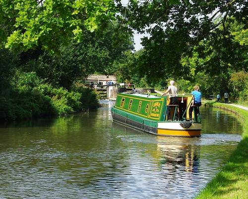 20120908-16_Narrow Boat - Hatton Locks by gary.hadden