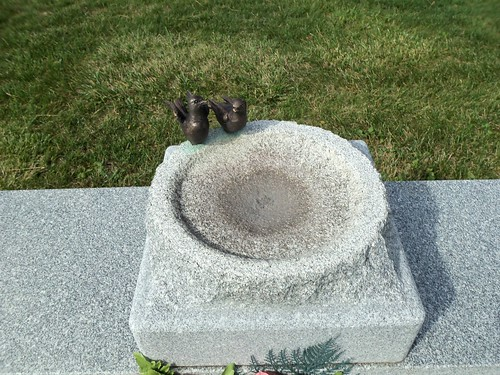 Birdbath monument (3)