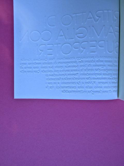 Steven Amsterdam, Ritratto di famiglia con superpoteri, ISBN 2012. Grafica: Alice Beniero. Copertina, verso (part.), 1