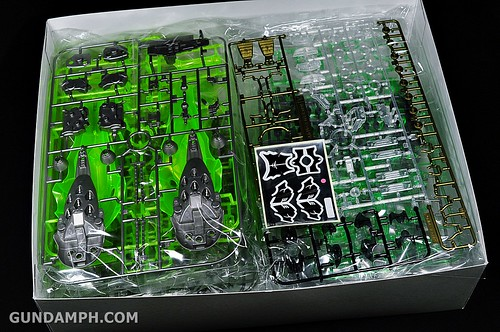 HGUC Kshatriya Pearl Clear (green) Binder Ver. Unboxing Pictures (6)