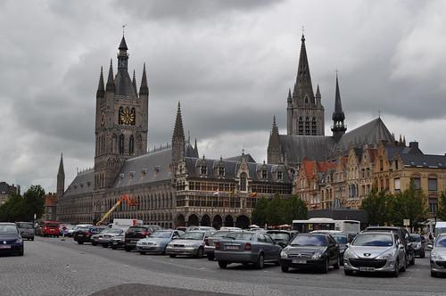 2012.06.30.149 - IEPER - Grote Markt - Belfort · Lakenhalle van Ieper · Nieuwerck · Sint-Maartenskerk