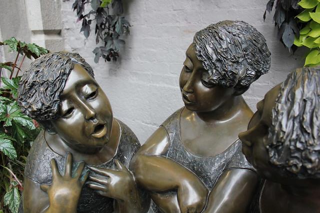 Las Tres Cotorras, gran escultura