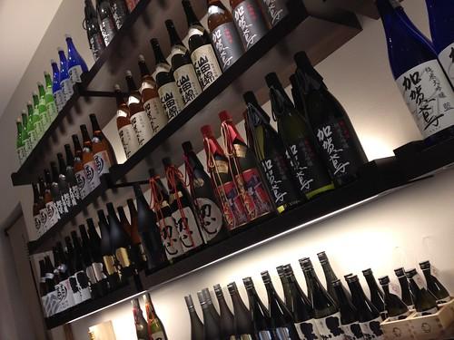 店内は日本酒でいっぱい@福光屋 ミッドタウン東京店