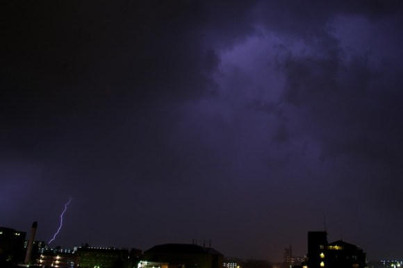 121028_thunderstorm