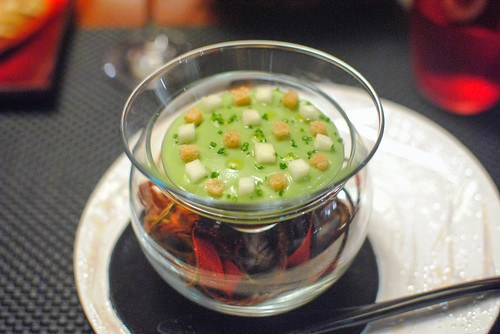 Le Crabe snow crab served with an avocado mousse and apple