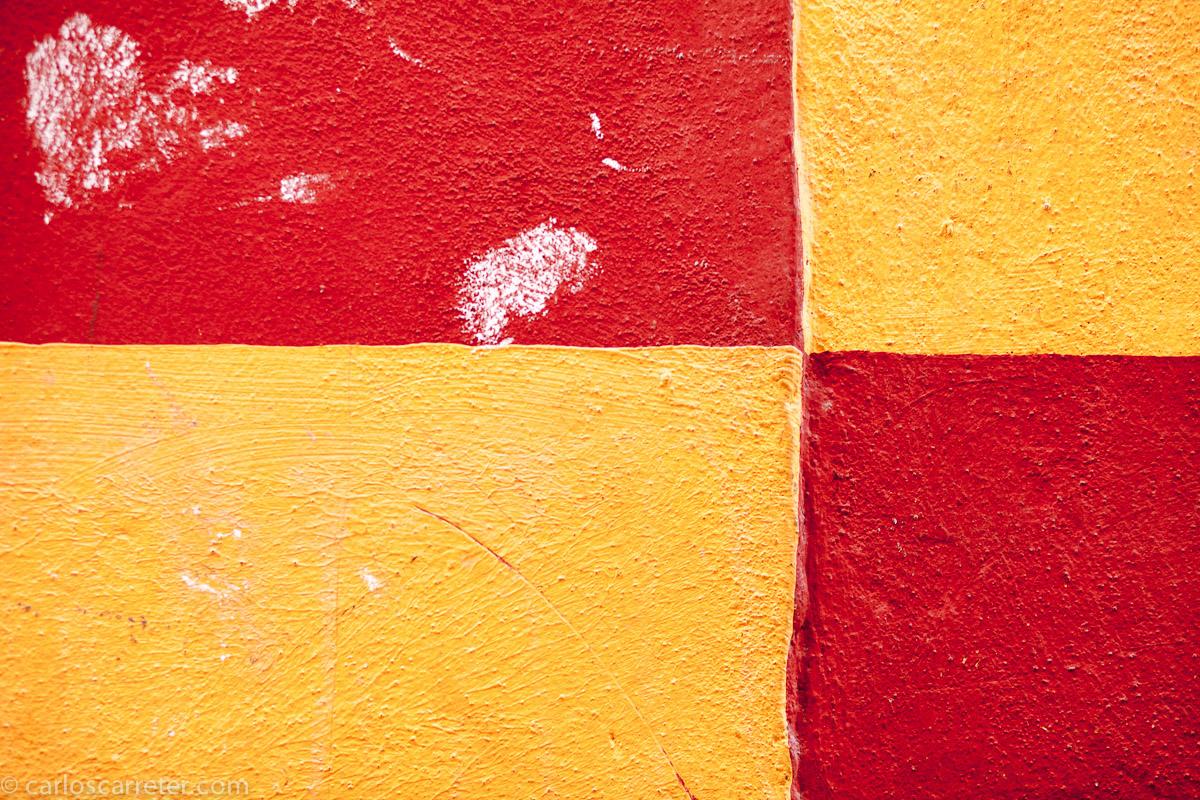 Arlequín rojo y amarillo