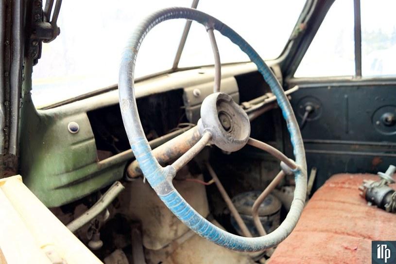 Приборная панель разукомплектована, но унификация машины с ГАЗ-51 позволит без проблем найти недостающие приборы