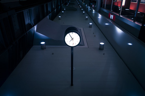 Time Upside Down (Gare de Bruxelles-Midi, Belgique) - Photo : Gilderic