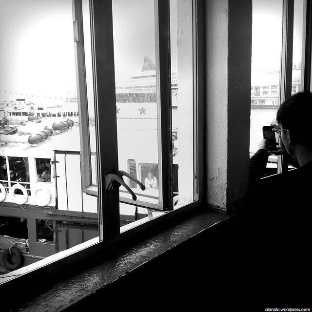 Star Ferry docking