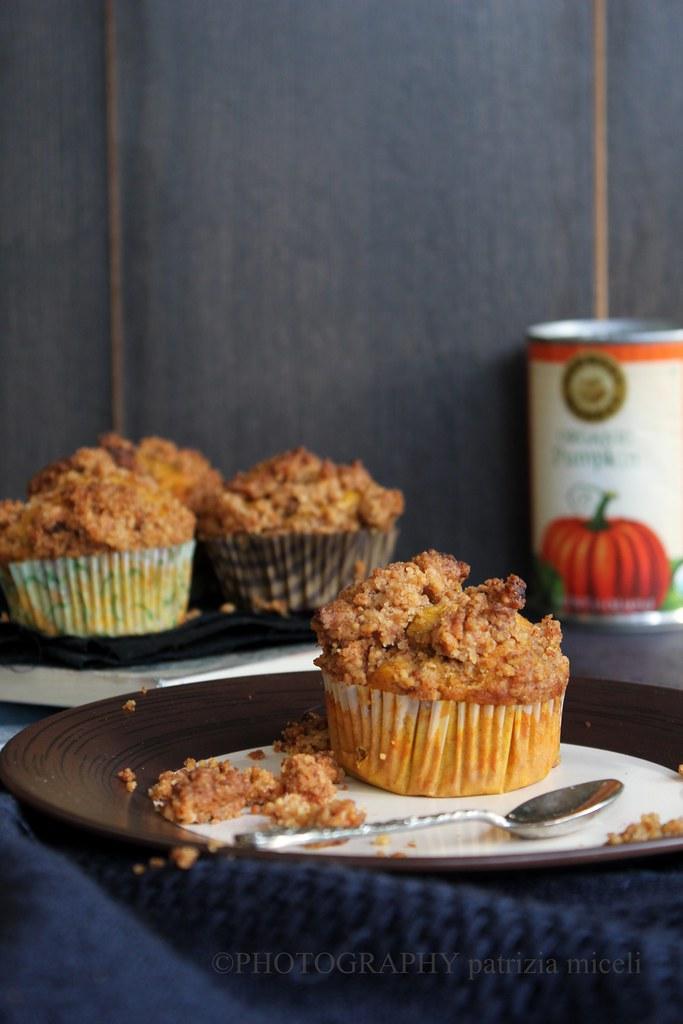 Muffins alla zucca con streusel alle noci caramellate e amaretti