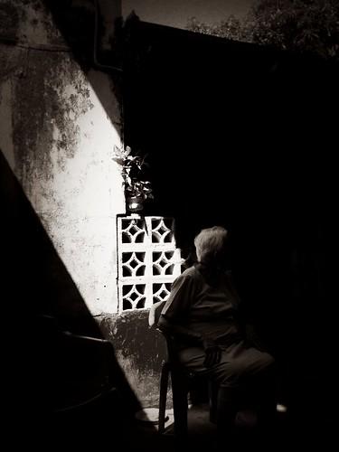 La luz difícil by Julio César Correa