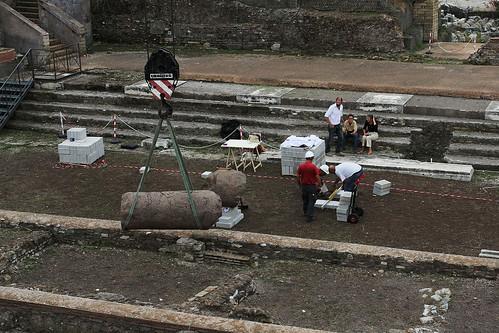 ROMA ARCHEOLOGIA - I FORI IMPERIALI: Foro e Tempio della Pace, esame dettagliato dei frammenti di colonna per la ricostruzione [futura]. (19/09/2012). by Martin G. Conde