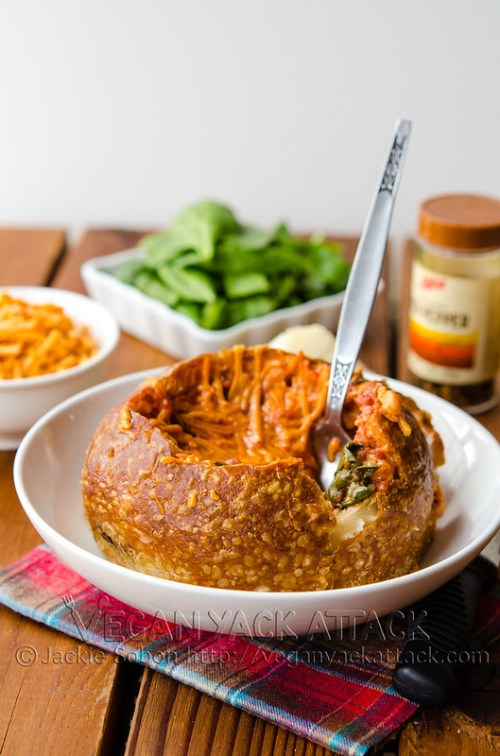 Tomato Spinach Grilled Cheese Bread Bowl (Vegan) | Sensational Bread Bowl Recipes To Enjoy This Winter