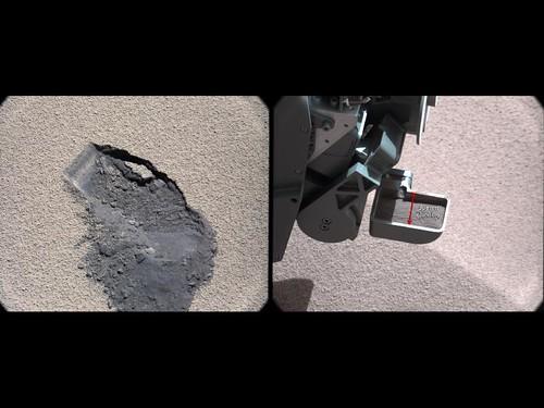 Marca dejada donde Curiosity tomó una muestra de suelo marciano