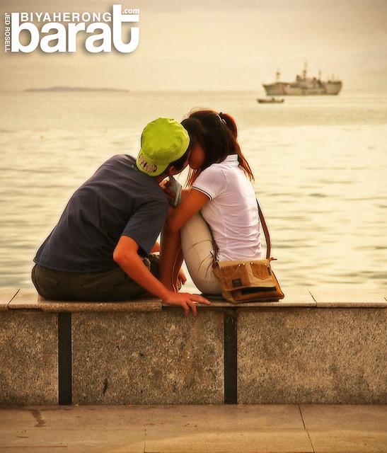 lovers in baywalk roxas boulevard manila