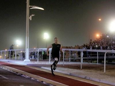 Oscar Pistorius vence a un caballo de carreras