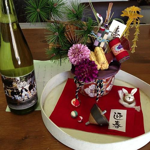 姫路に住むブログ友達から、お酒が送られてきました!秋祭りの写真をDVDにとのリクエストに応えてあげたお礼だそうです。ラベルには息子さん達の写真が貼られていて限定品だって(*^^*)年始に来られる方々に振舞おうっと*\(^o^)/*