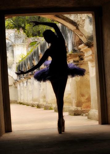 Bailarina en ruinas