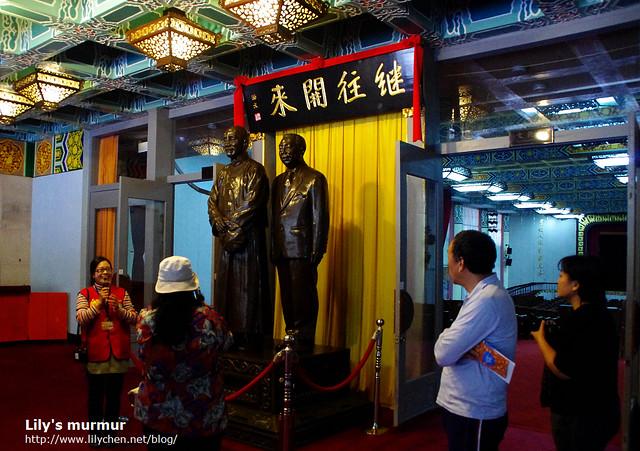 這座是全台唯一一座蔣氏父子雕像,我覺得別有意味。