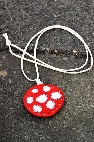 Studio Paars felt pendant necklace mushroom vilt hanger paddenstoel