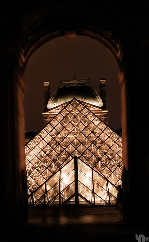 Paris by night - Louvre Museum