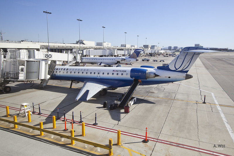 United Airlines CRJ700