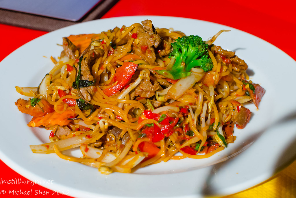 Chat Thai Ba mee - stir fry of hokkien noodles in chilli sauce w/chicken & Thai basil