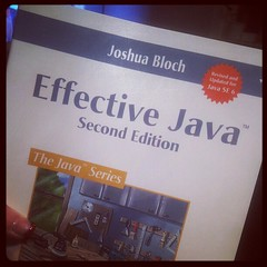 "Läser just nu: ""Effective Java 2nd edition""."
