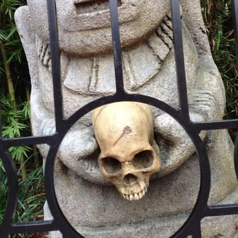 マークの彫られた骸骨が目印っぽい。